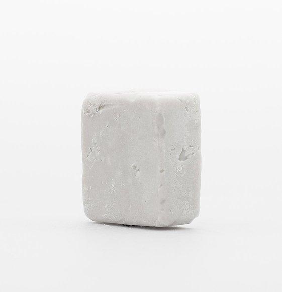Shampoo solido alla pietra lavica